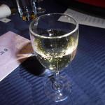 赤坂 四川飯店 -  スパークリングワインです。飲みやすい味でした。