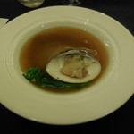 赤坂 四川飯店 -  フカヒレの姿煮~伝統の味付けに 大ハマグリの旨味を加えて~です。九十九里産の大ハマグリを使用しているので、ハマグリとあんかけの旨味が最高です。フカヒレもプリプリで美味かったです。