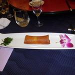 赤坂 四川飯店 -  旬の真鯛で作る かわり春巻きです。具材に真鯛とカラスミを使っているので、個性的な春巻きです。