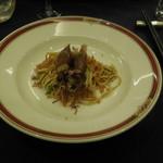 赤坂 四川飯店 -  ホタルイカの旨味がつまったサクサク和えそばです。ホタルイカと、カリカリの大豆が麺とベストマッチで美味しかったです。
