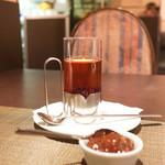 ボナ・フェスタ - 紅茶、ジャムを入れて飲む