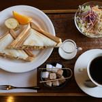珈琲 蔵人珈蔵 - 料理写真:ホットサンドのモーニング