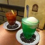 神田 白十字 - トマトジュースとソーダポップ・メロン。
