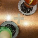 神田 白十字 - テーブルに白十字。