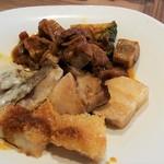 105694384 - 鶏のヴィエノワーズシェリービネガーソース、赤酒で煮込んだ豚バラ旨煮、ゴロゴロお肉のハッシュドビーフ