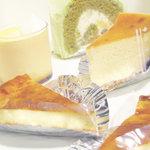 をかし東城 - とろけるプリン、抹茶のロールケーキ、おつまみチーズのタルトx2、ブルーベリーとホワイトチョコのチーズケーキ