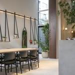 KASHIYAMA DAIKANYAMA CAFE  - テーブル席