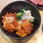 焼肉問屋 牛蔵 - キムチ3種