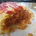 グリル馬酔木 - こんがり焼かれた玉子に包まれたチキンライスも昔懐かしい手作りの味ですよ。