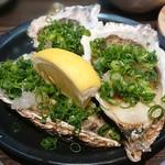 活魚と焼魚 原始焼き酒場ルンゴカーニバル - 牡蠣のネギおろしポン酢3個450円