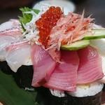活魚と焼魚 原始焼き酒場ルンゴカーニバル - 溢れる!海鮮のっけ寿司1290円