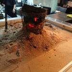 活魚と焼魚 原始焼き酒場ルンゴカーニバル - 囲炉裏