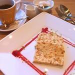 イル ポネンティーノ ピアッツァ - 木の実とドライフルーツのセミフレッド600円コーヒー500円