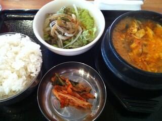 韓国屋台 豚大門市場 - ブテチゲ定食