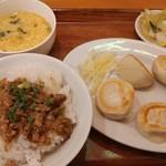 105730386 - 焼き餃子定食の小サイズ魯肉飯へ変更バージョン
