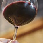 ラ プランシュ - ドリンク写真:高脚盞(ぐらす)に赤葡萄酒(あかきえびかづらのさけ)