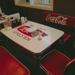 105732158 - 行ったのは初めてでしたが、このコカコーラの席を予約の際にキープさせて頂きました。