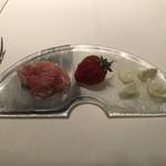 105737462 - 生ハムとモッツァレラと苺