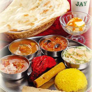 お得な『ジャイランチ』で本格インド料理をボリューム満点に◎