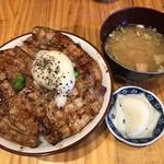 十勝亭 - 料理写真:ロース&バラ (中) 温泉玉子 950円