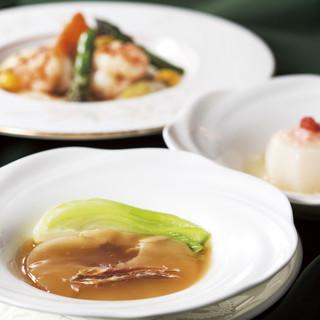 季節ごとに変わるコースでは、気軽にふかひれ料理が愉しめる。