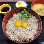 道の駅 潮見坂 - しらす丼 830円。