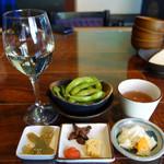 小野の離れ - ランチセットに付いている小鉢各種は、おきゅうと・明太子・貝の佃煮・玉子焼き。