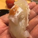 小松 弥助 - ヒラメとエンガワに梅肉乗せ