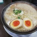 ラーメン 一徹 - 料理写真:味噌ラーメンと煮卵で830円(税込)