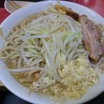 ラーメン二郎 - 小ラーメン700円。野菜半分、ニンニク!