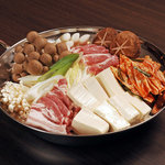 味わい処いろは - 自家製キムチを使用したキムチ鍋。