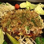 とべ食堂 - お好み焼き&野菜盛り合わせ