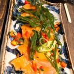 すき焼き炭火居酒屋 北斗 - サーモンと彩り野菜のカルパッチョ