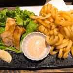 すき焼き炭火居酒屋 北斗 - カーリングフライドポテトと栗豚のローズトンテキ