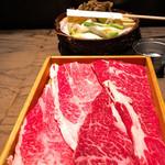 すき焼き炭火居酒屋 北斗 - 霜降り牛肉とチャックプライム牛肉の食べ比