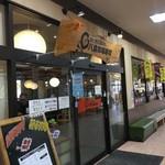 八食市場寿司 - 大規模で目立つ外観