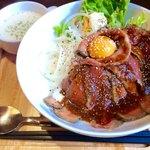 コウシヤバル - 料理写真:ローストビーフ丼 レギュラー 1,300円