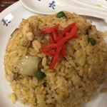 中華丸長 - ミニ炒飯… 添えられた紅生姜の彩も鮮やか…