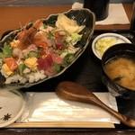105782485 - 2019.4.5  海鮮ちらし定食