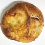 105783142 - チーズカレーパン