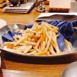 浜松町にビストロおじさまを。sasaya - トリュフ風味のフレンチフライ