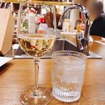 浜松町にビストロおじさまを。sasaya - スパークリングワインとチェイサー