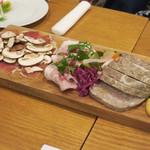 フレンチ食堂 iTToku - ふじすそのポークのパテドカンパーニュ、ふじやまプロシュート、自家製ハム、豚肉のリエット