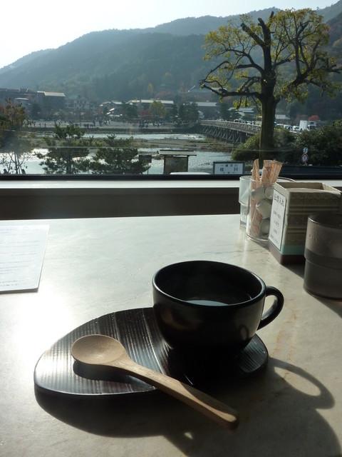 カフェ ド サラン - 渡月橋を見ながら、コーヒー!