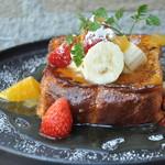 ブリオッシュフレンチトースト リコッタチーズと林檎の蜂蜜ソース