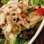 肉バル イノシカチョウ - 鴨肉シーザーサラダ