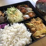 食道楽 - 本日の日替わりランチ♪ 700円 (酢豚・焼そば・ごはん・スープ)