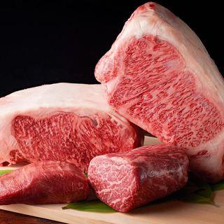 上質な素材を炭火と鉄板で。松阪牛をはじめ厳選の和牛に舌鼓。