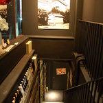 和歌山麦酒醸造所 三代目 - 階段もなんだか昔の外にいる感じ