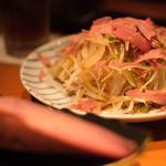 ヤキニクバル 韓の台所 - 生カツオ節のサラダ